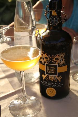 Monte Santa Maria Tiberina, Ιταλία: A rich local beer