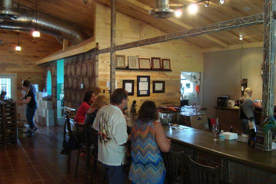 Whispering Oaks Winery >> Visitor Center At Whispering Oaks Winery Picture Of Whispering