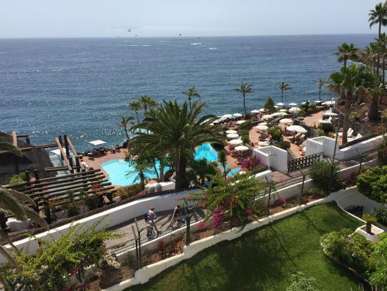 Piscinas al lado del mar picture of hotel jardin for Al alba jardin hotel