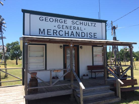 Shattuck, OK : General store (closed on Sunday's)