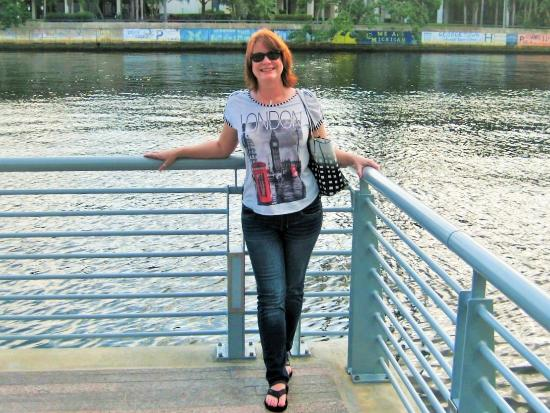 Tampa Marriott Waterside Hotel & Marina: My hot wife on the Riverwalk