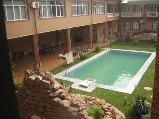 Vella Elegant Hotel: Внутренний двор