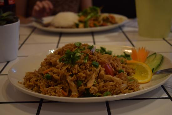 Chi Chi Thai: Fried rice with chicken