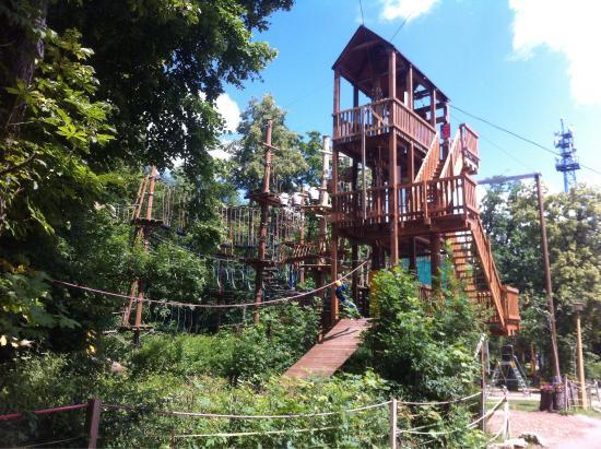 Sondershausen, Deutschland: Der Kletterpark auf dem Possen und ein paar Fotos sind vom Nachtklettern welches einmal im Jahr