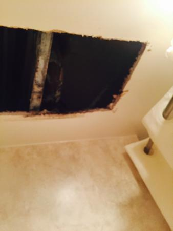 Sarasota Sands : Hole in the ceiling which hatch covered