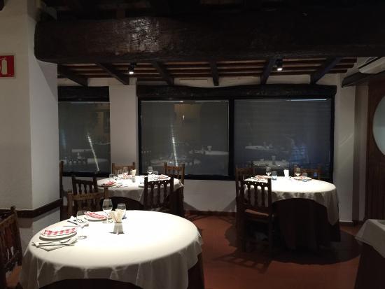 Iberic: Fuimos el día 9/7/2015. Uno de los mejores restaurantes escondidos del Baix Emporà. Comida y s