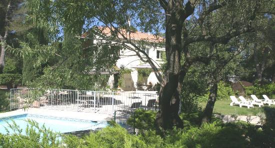 Le Laou : Propriété dans un parc de 7000m2 avec piscine.