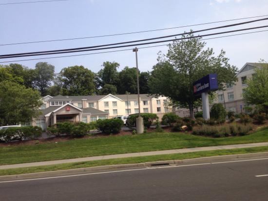Hilton Garden Inn Norwalk : Front of building