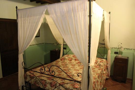 Agriturismo Antico Casale Pozzuolo: Letto camera