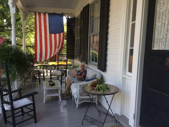 French House Bed and Breakfast: Early morning on the front porch.