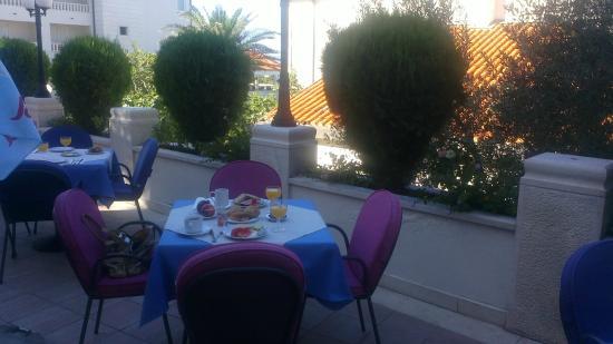Hotel Villa Marija : breakfast outside