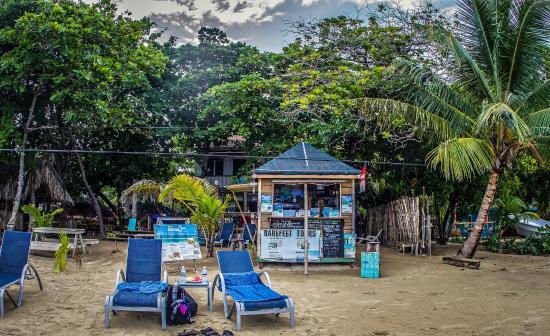 Ronny's Barefeet Restaurant & Bar: Beach View
