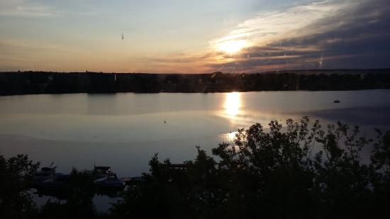 Crowne Plaza Lord Beaverbrook Hotel: Sunrise over the river