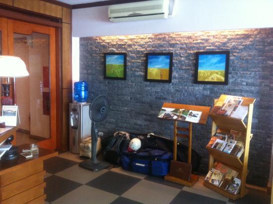 Paloma Hotel: reception desk