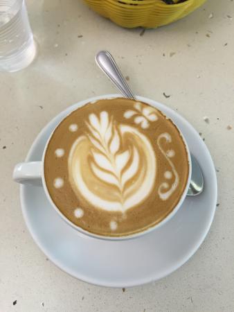 """Palazzolo Acreide, Italy: Il cappuccino personalizzato è ormai un """"vizio"""" al quale i ragazzi del bar Infantino mi hanno ab"""