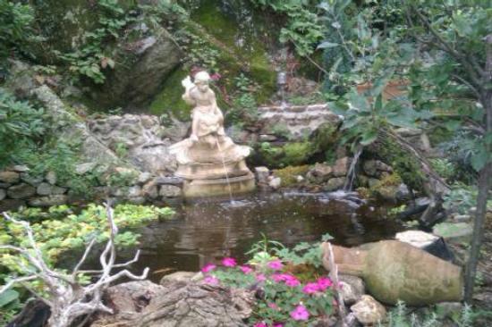 De belles statues picture of le jardin d 39 eden tournon for Le jardin d eden