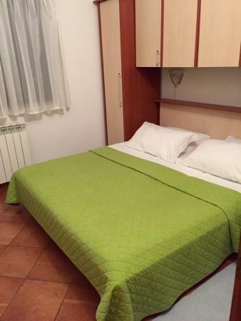 Rooms/Apartments ROMANO: Comfy big bed