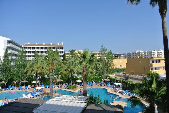 udsigt fra værelse - Picture of Sol de Alcudia Apartments, Port d'Alcudia - TripAdvisor