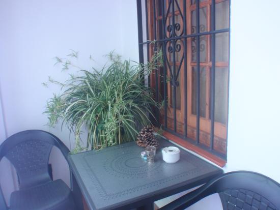 Hospederia Casa de las Piedras: Table and chairs outside room 14