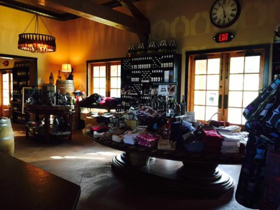Magnus Ridge Winery: store full of lots of stuff