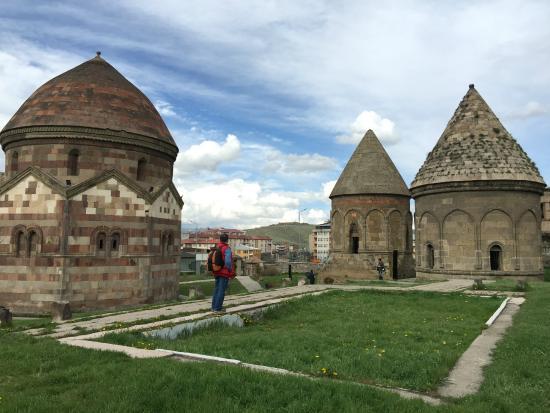 Three Tombs : Üç Kümbetler 2