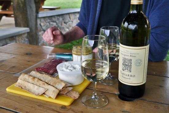 Navarro Vineyards: Picnic at Navarro Vineyard & Winery