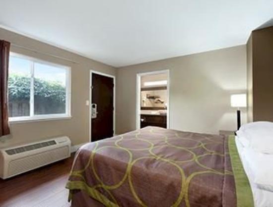 Super 8 Martinez: Guest Room