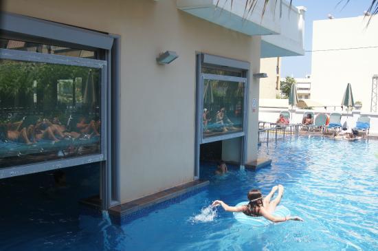 Bon s jour piscine de l 39 annexe ext rieur photo de for Piscine magiline avis