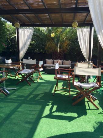 "Hotel Ancora Riviera : The ""aperitivo"" and outdoor breakfast area- very cozy!"