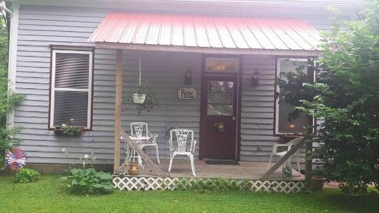 Woodsfield, OH: Rose Cottage