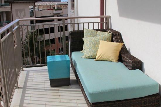 Lanai lounge bed