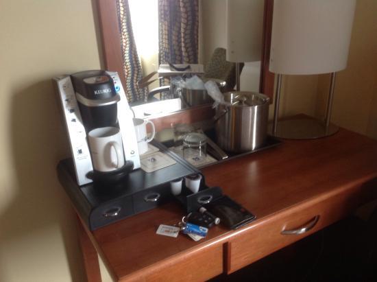 UMass Lowell Inn & Conference Center: Nice coffee machine