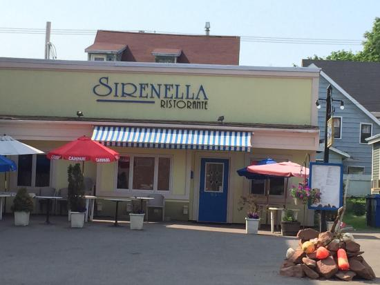 Sirenella Ristorante: Nestled in a nice location close to downtown waterfront