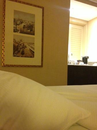 Hilton Stockton: white linens and coffee vanity