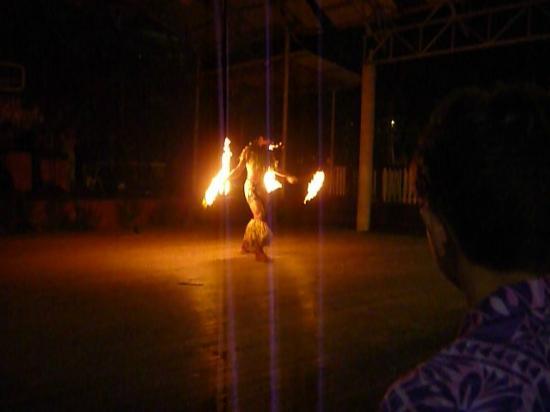 Samoa Tradition Resort: Fire dance by 15yr old Samoan champion