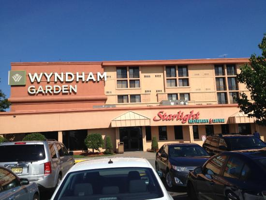 Wyndham Garden Newark Airport: Front Of Hotel Design