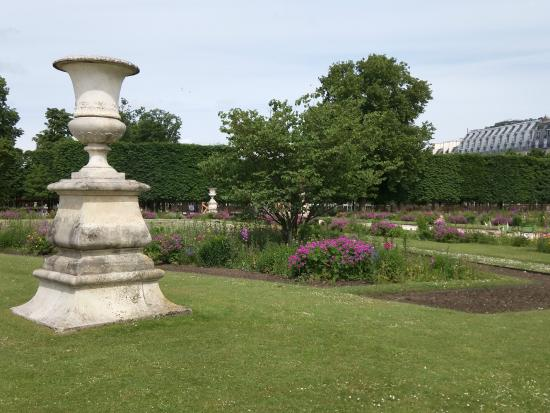 Sculpture throughout picture of jardin des tuileries for Jardin des tuileries