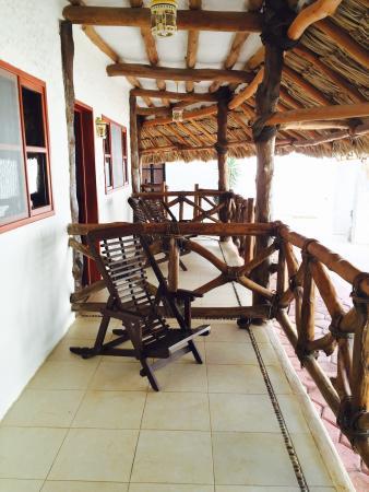 Hotel Casa Barbara: Las habitaciones de planta baja tienen un lindo balcón en el que pueden descansar. Hotel amplio