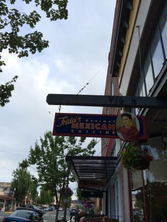 Frida's - Anacortes: Fridas in Anacortes is an upscale mexican restaurant. The food is delicious!  Chicken Mole YUMMY