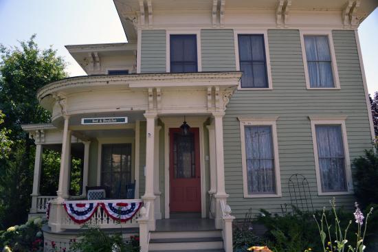 Captain Visger House: Front Porch area