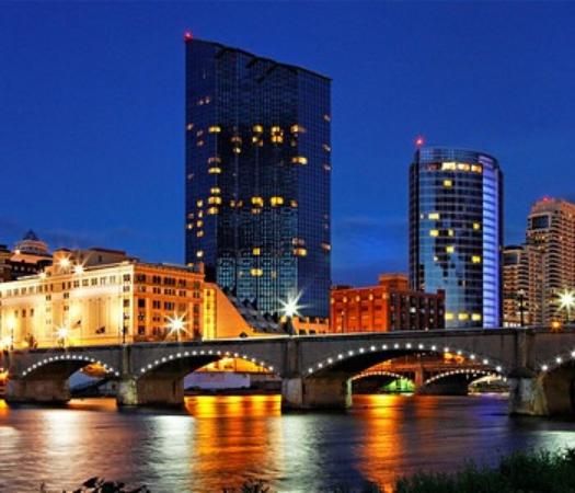Amway Grand Plaza Curio Collection By Hilton Great View Of The River