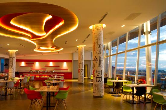 Skyline Restaurant Hotel Ibis Padang