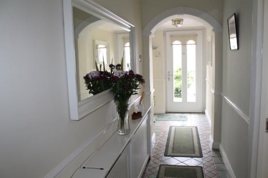 Lorcan Lodge: Hallway
