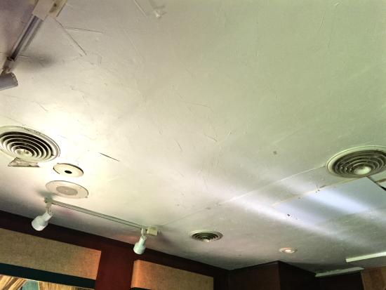 J. Bruner's at the Haunted House Restaurant: Ceiling