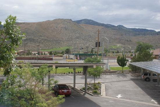 Hampton Inn & Suites Carson City : View from our room, facing the highway