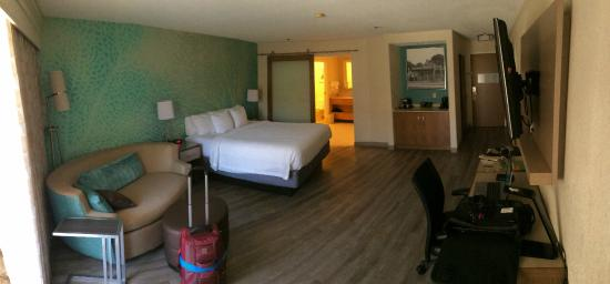 Courtyard San Diego Del Mar/Solana Beach : Panoramic of my room with a king bed