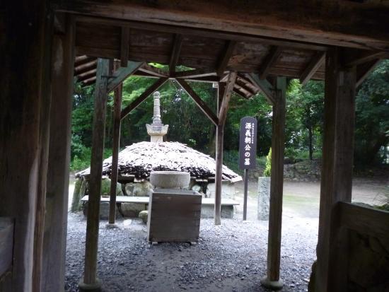 Noma Daibo : 義朝の墓