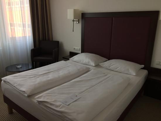 Azimut Hotel Munich City East: 室内