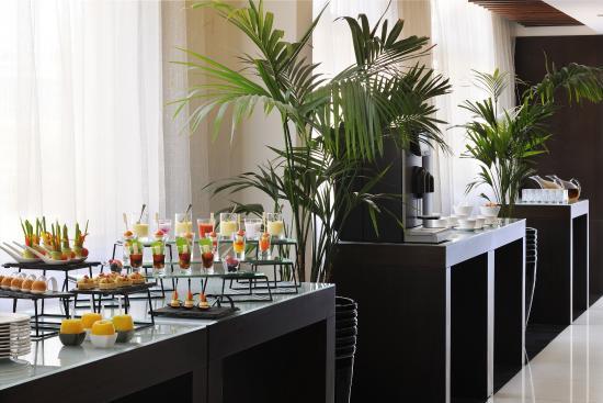 Movenpick Hotel Apartments Al Mamzar Dubai: Coffee Break area for meetings
