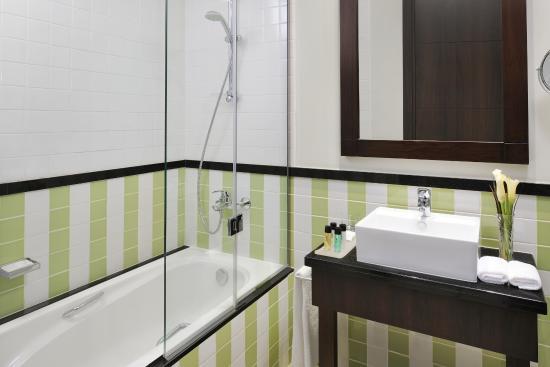 Movenpick Hotel Apartments Al Mamzar Dubai: Bathroom